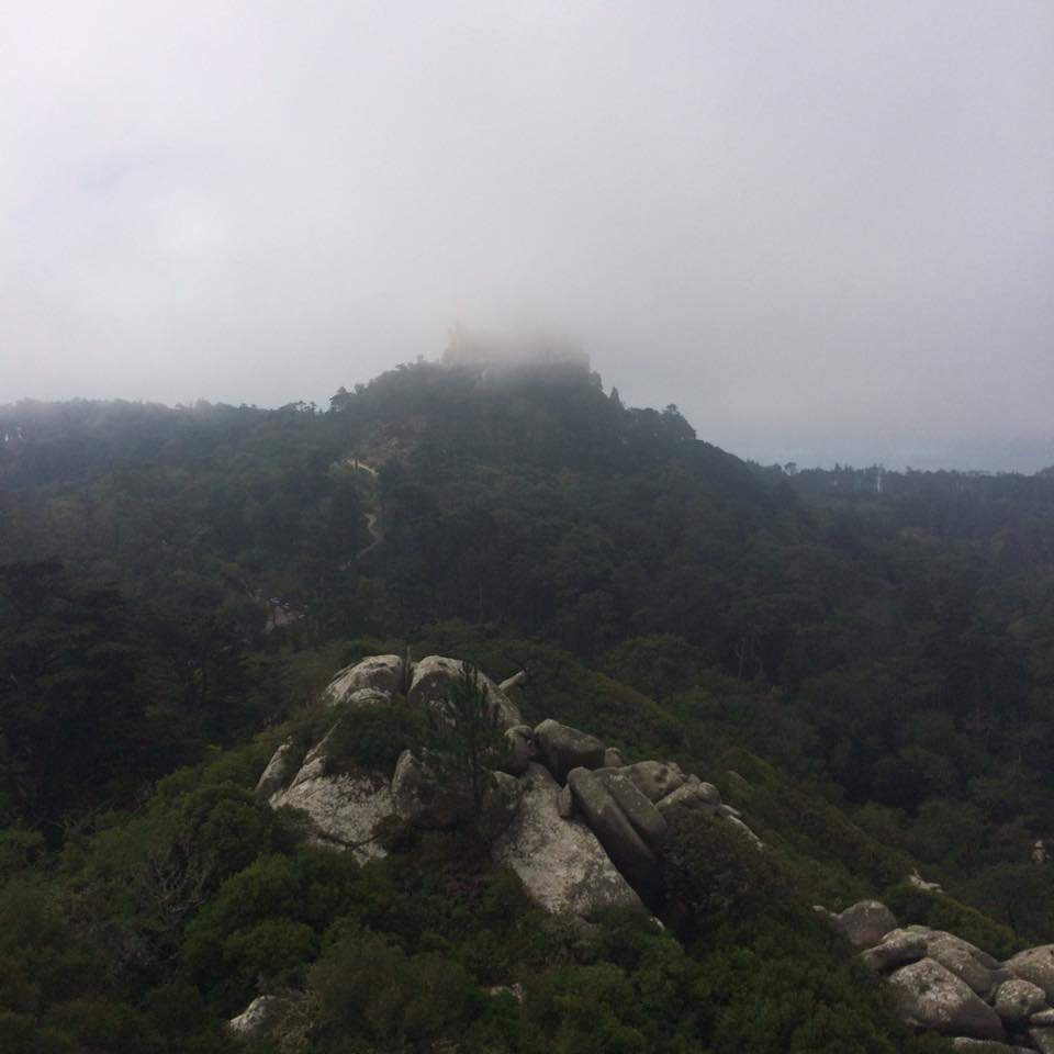 castle-of-the-moors-with-view-to-pena-palace