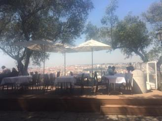 lunch-at-castelo-de-sao-jorge-1