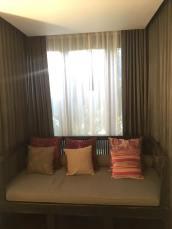 Makkachiva window seat